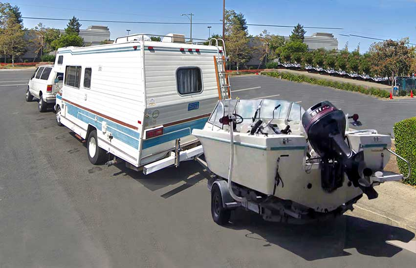 Tips for Towing a Boat behind an RV